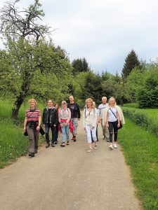 Kleine Lach-Wanderung Metzingen Neuhausen @ Innere  (Fest-) Kelter, Kelternstraße 40, 72555 Metzingen – Neuhausen